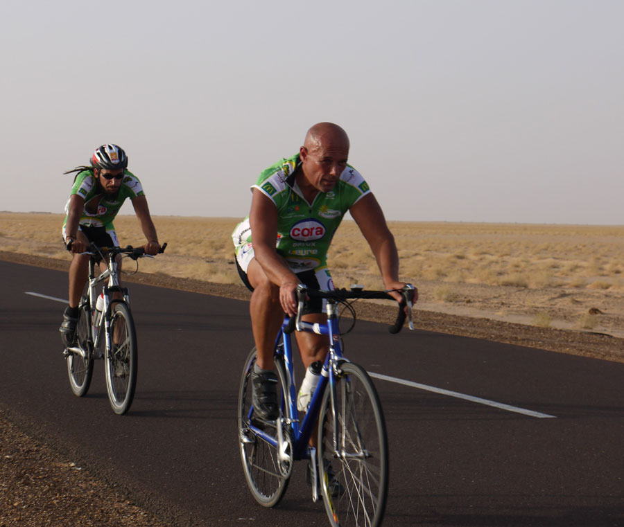 AlexisB cycling sahara with coach 2011