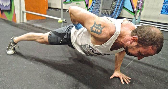 Brad Sadler One-Arm Push up