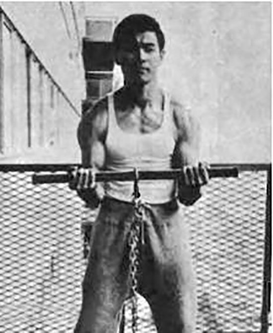 Bruce Lee training with isometrics
