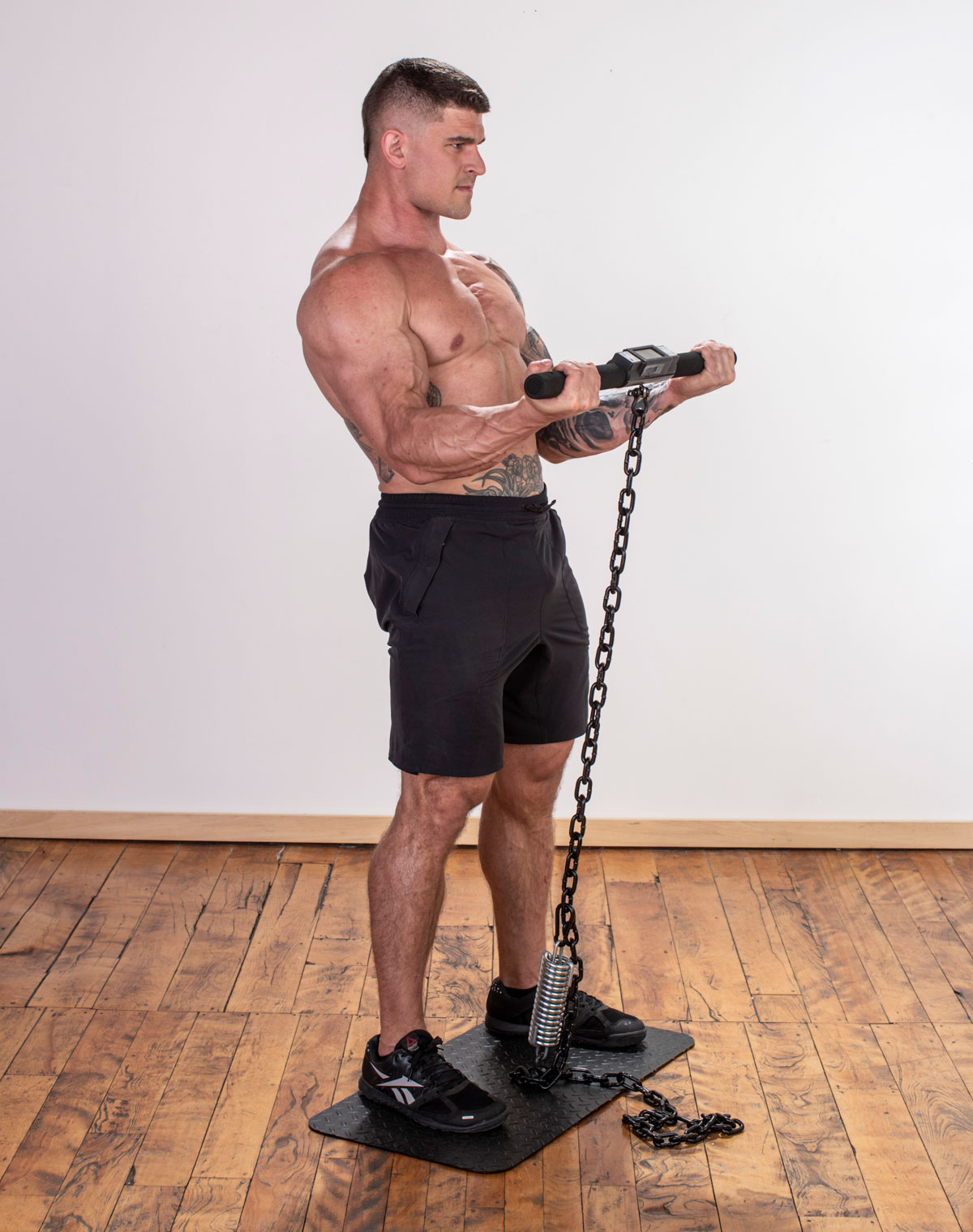 muscular male athlete performing Isochain Bicep Curl