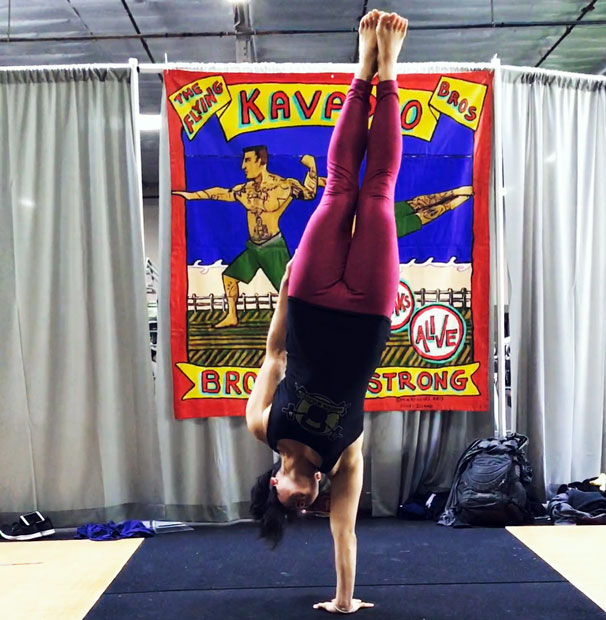 Jackie Wu One Hand Freestanding Handstand