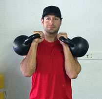Jordan Rubin with two kettlebells double clean