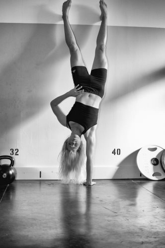 Malin Kirjonen One Arm Handstand